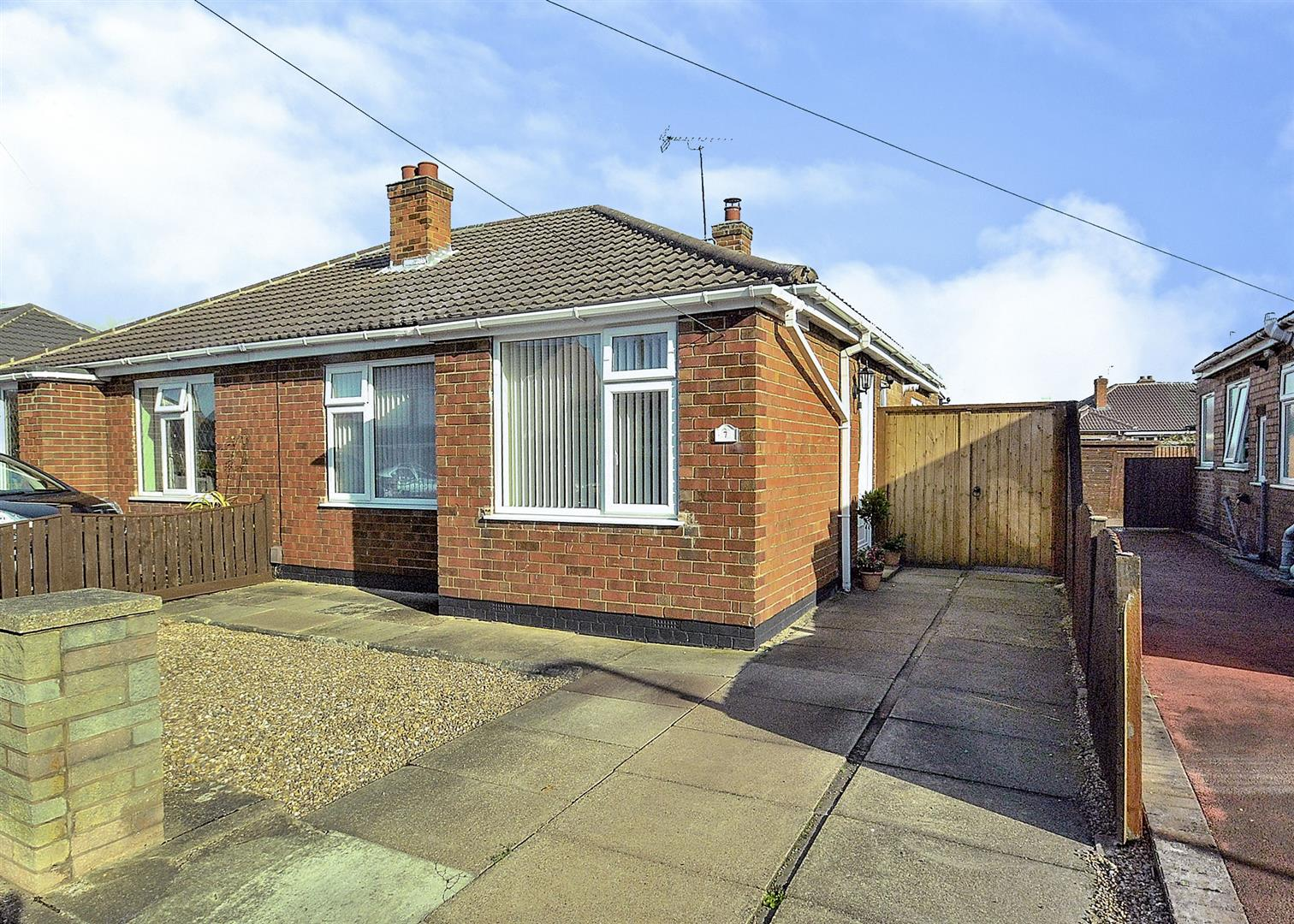 2 Bedrooms Semi Detached Bungalow for sale in Hathern Close, Long Eaton